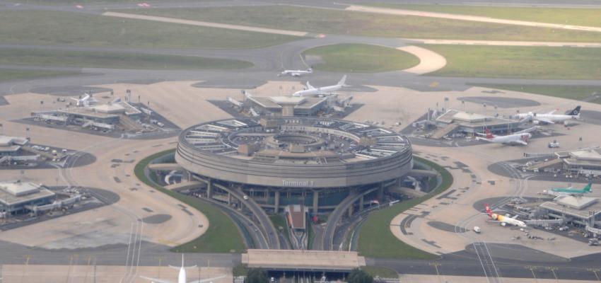 Paris Charles de Gaulle Beynalxalq havalimanı (CDG)